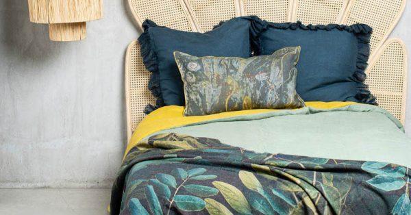 Summer linen for the bed: the freshness of linen